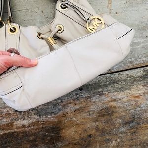 Michael Kors Bags - ♥️ Michael Kors ♥️ White Leather Shoulder Bag